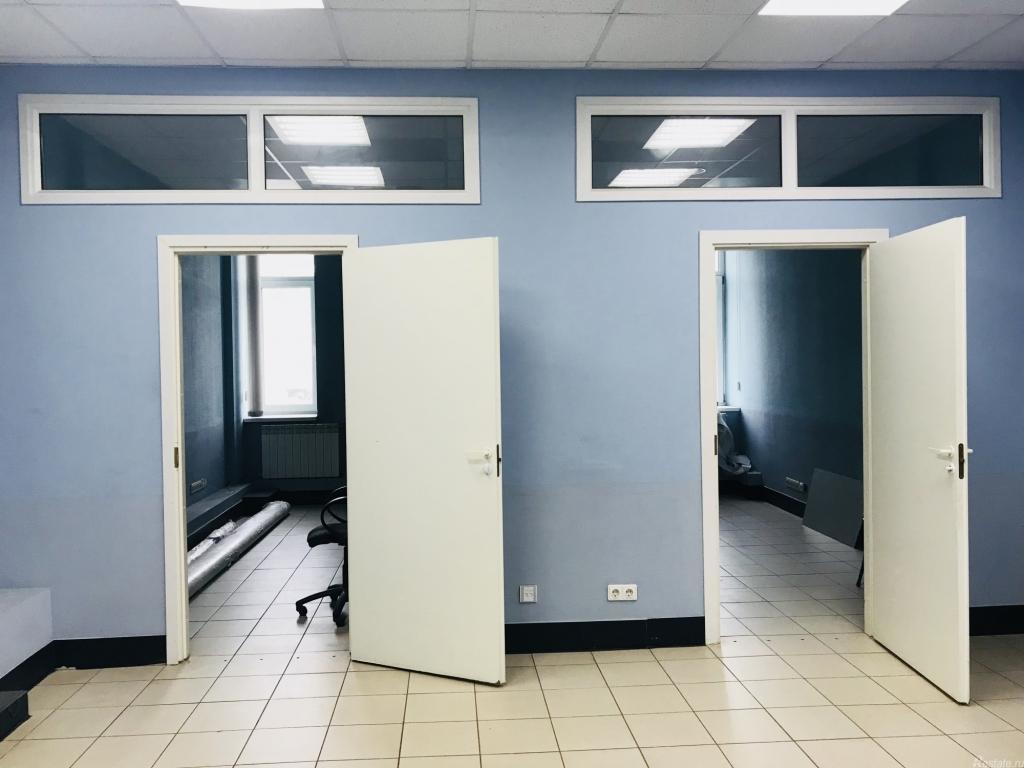 В результате раздела образуются два новых помещения. на основании технического плана их можно поставить на кадастровый учет, зарегистрировать права.