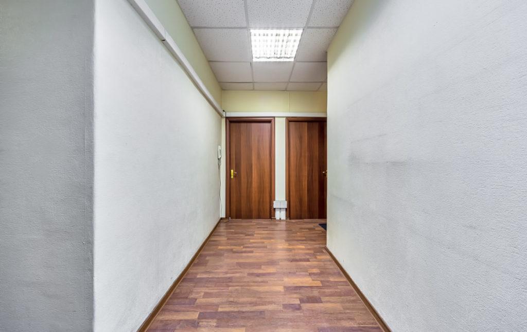 При разделе помещений под апартаменты проектируются и места общего пользования, коридоры