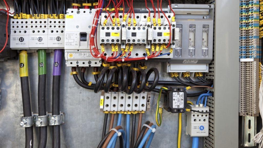 По электропроекту будет определяться, какое оборудование нужно установить, где оно будет размещаться