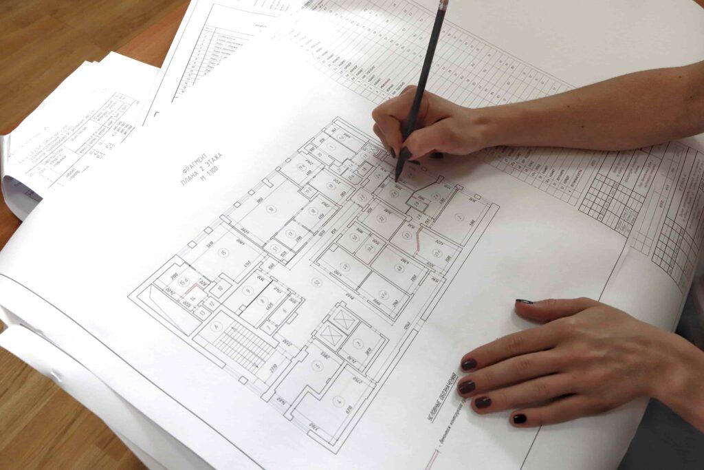 После получения исходных данных специалист вычерчивает поэтажные планы на каждый этаж здания.
