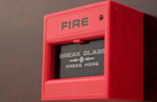 Система пожарной безопасности должна быть доступна при эвакуации из всех помещений здания