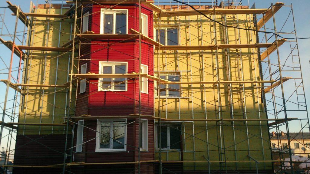 На данном объекте проведены фасадные работы, чтобы устранить постановление о сносе