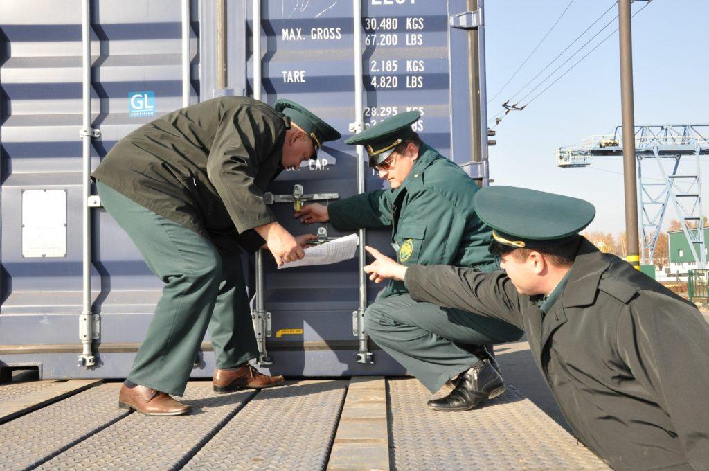 Отказные письма будут проверять сотрудники ФТС при ввозе импортной продукции