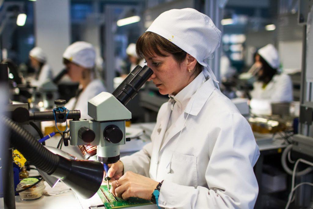 Для разработки технических условий проводится изучение процессов на производстве, проверяется качество продукции