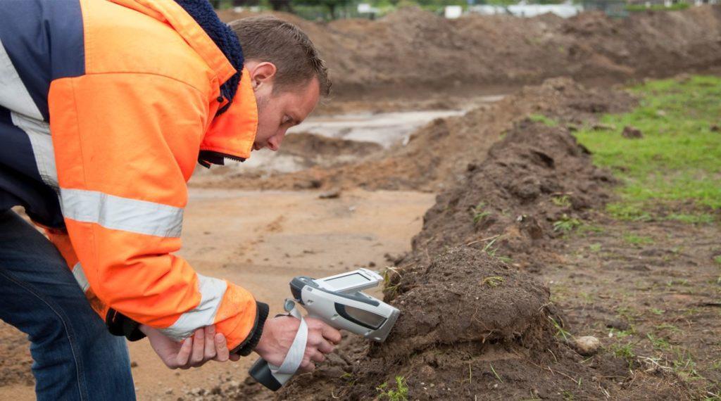 В ходе сертификации специалист проверяет соответствие мероприятий по обеззараживанию почвы и сточных вод.
