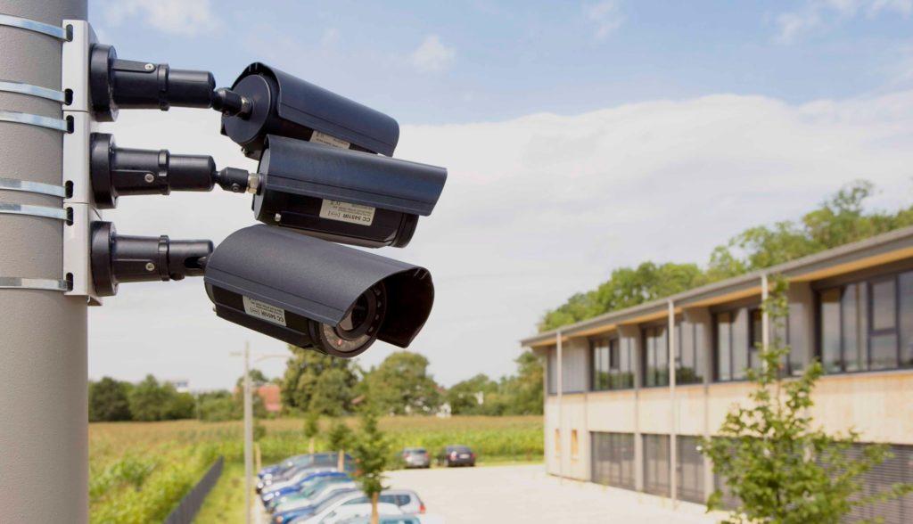 Еще одним обязательным элементом антитеррористической защиты является установка средств видеонаблюдения за территорией. Местонахождение всех устройств описывается в паспорте.