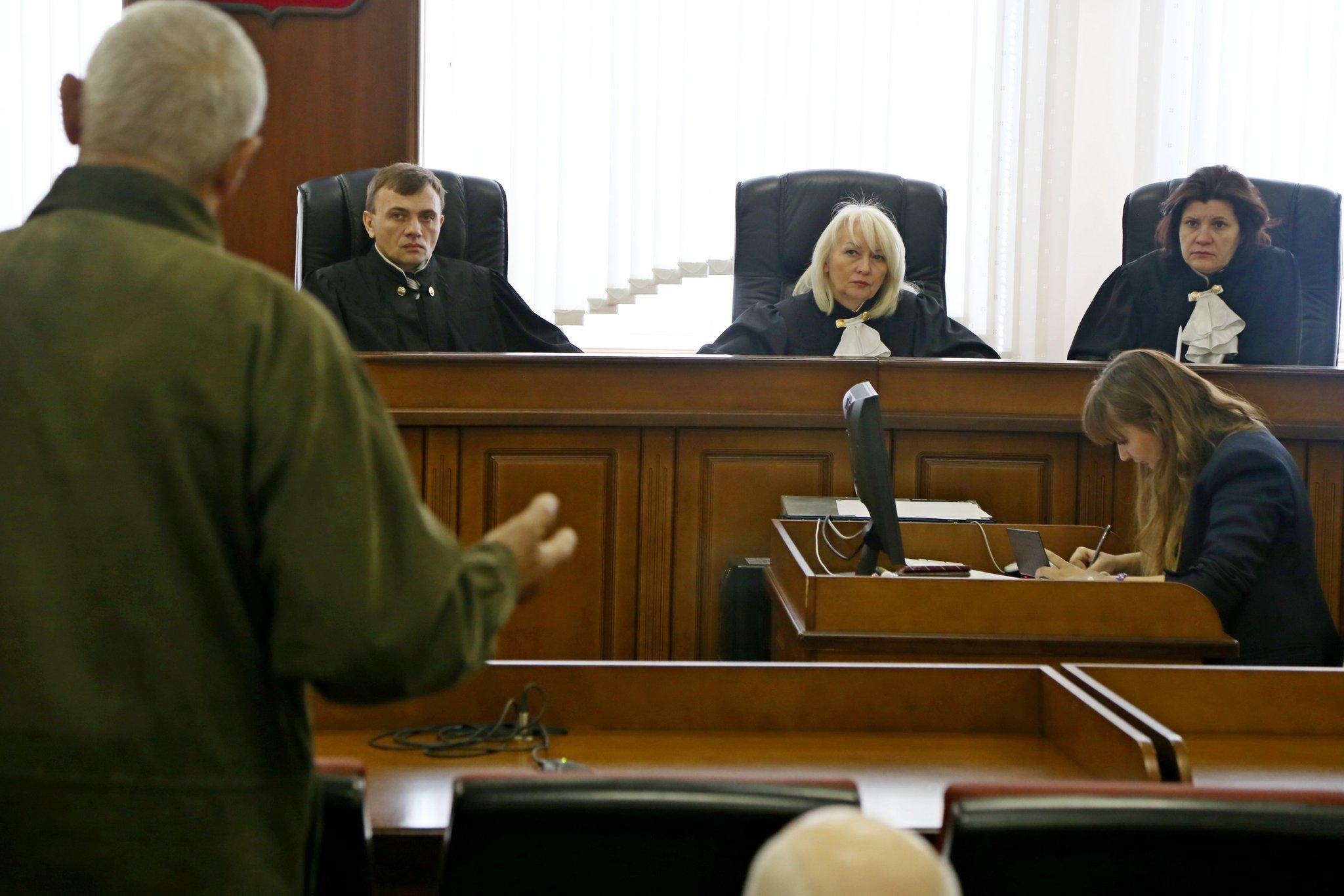 Эксперт может подготовить заключение по поставленным вопросам, выступить в суде и дать пояснения.