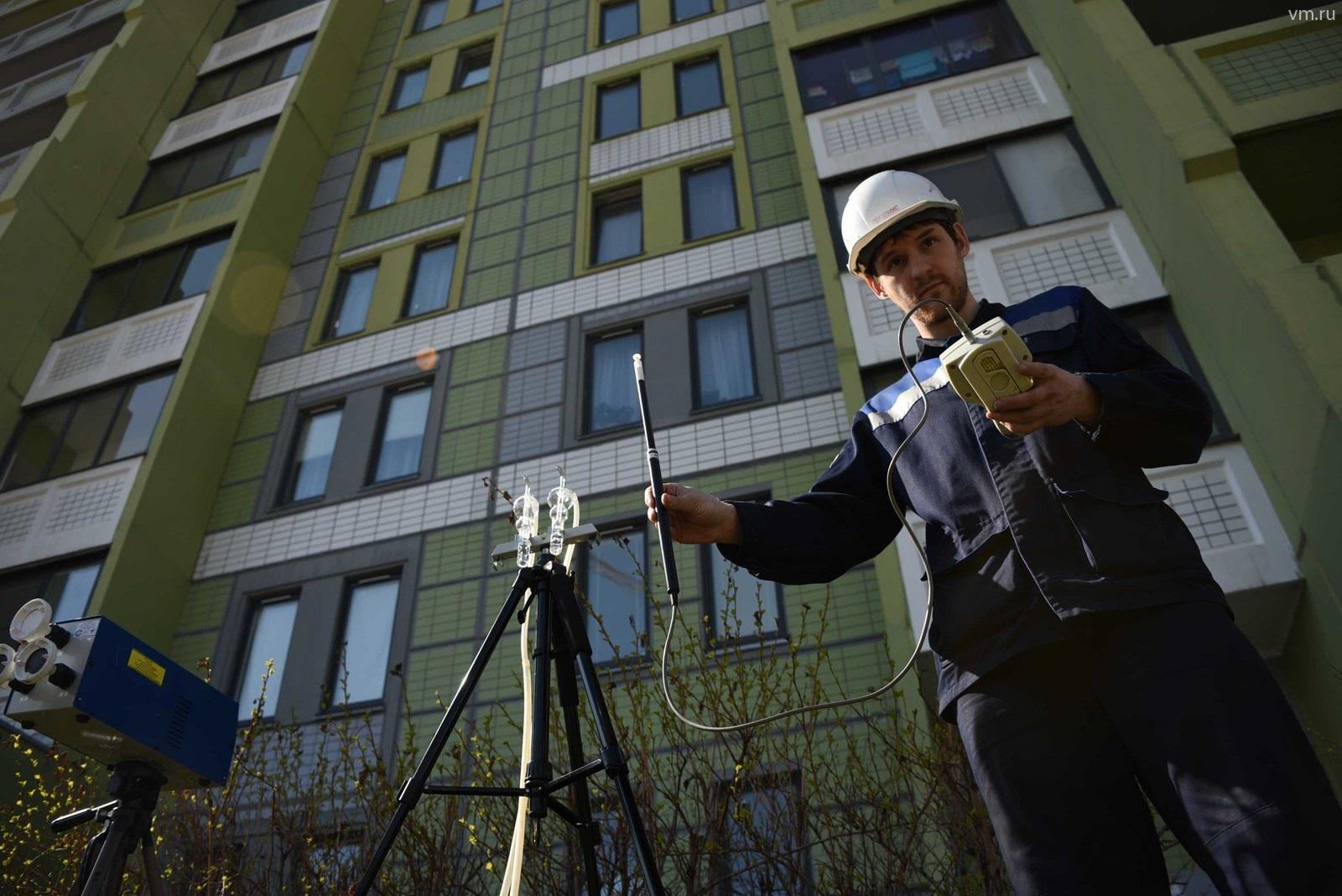 Когда многоквартирный дом будет достроен, необходимо ввести его в эксплуатацию. Для этого комиссия Госстройнадзора проводит обследования, выдает разрешение.