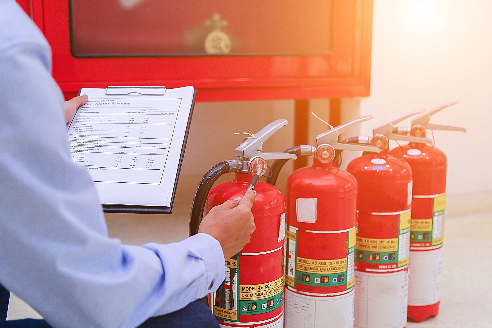 Плановые и внеочередных инспекции МЧС предусматривают проверку средств защиты и пожаротушения, надлежащее оформление документов организации.