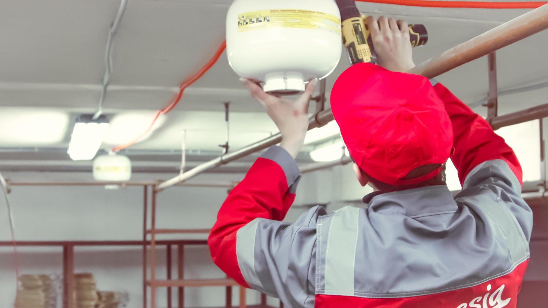 Услуги по пожарной безопасности будут включать проверку работоспособности систем защиты, изучение документов на них.