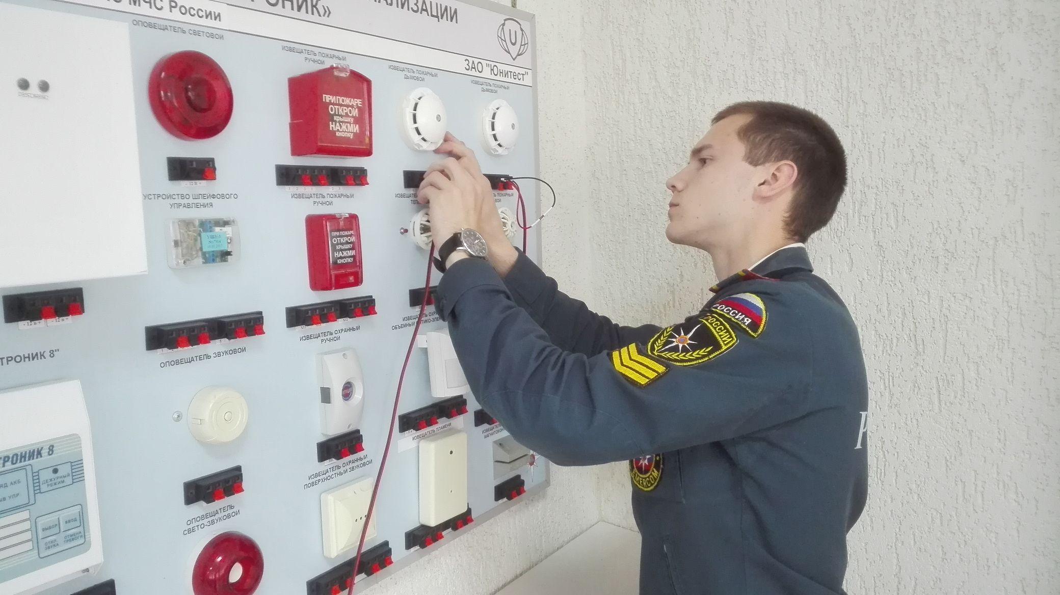 Официальные проверки от имени государства осуществляет МЧС. Но услуги пожарной безопасности могут оказывать экспертные организации, причем они помогут успешно пройти инспекцию пожнадзора.