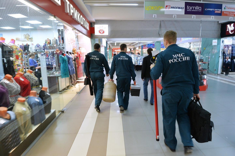 Инспекторы МЧС проводят не только плановые проверки торговых центров. После каждого резонансного пожара по всей стране проводятся внеплановые инспекции.