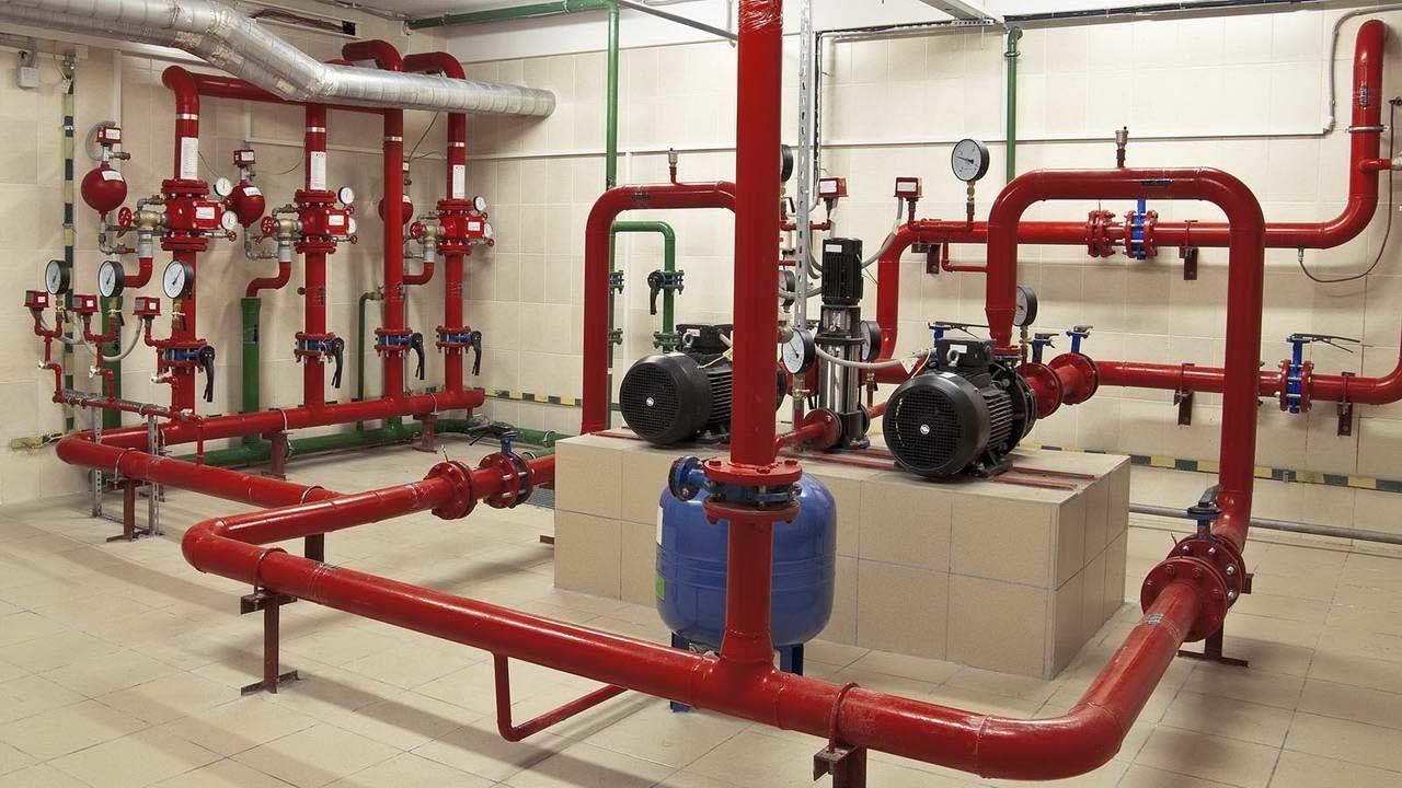 Чтобы обеспечить спринклерную систему напором воды, проект может предусматривать насосы. компрессоры, другое оборудование.