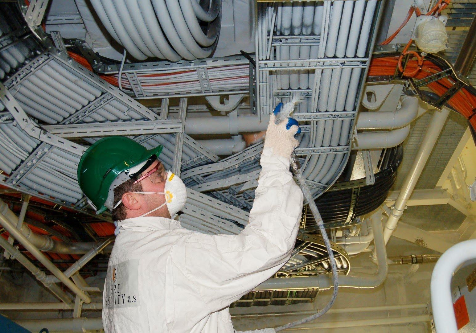 Плановая огнезащитная обработка осуществляется на основании договора. Также владелец объекта обязан заказать внеочередную обработку, если свойства огнезащитных материалов ухудшились.
