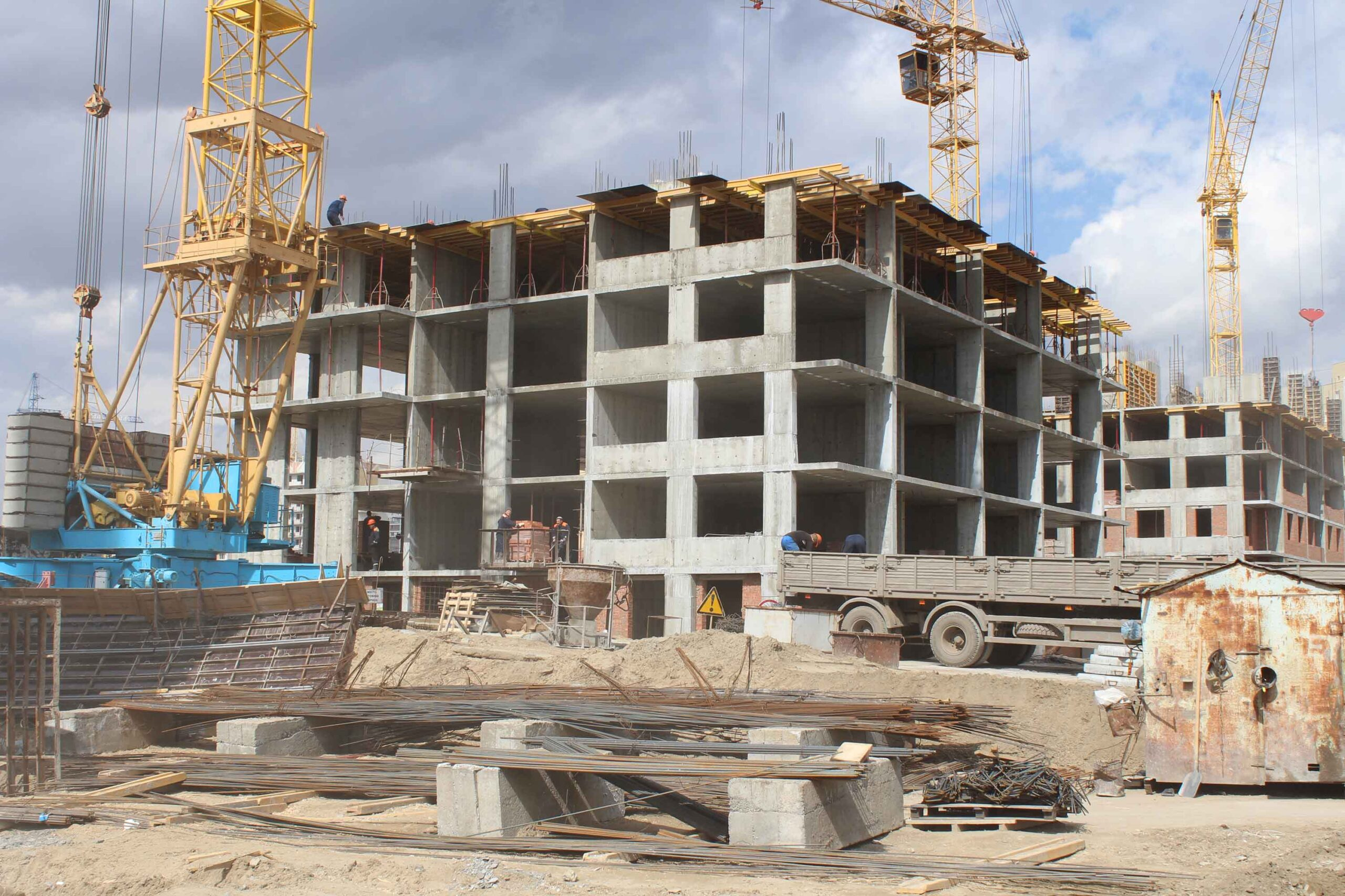 После регистрации прав на недострой можно продать ОНС, либо продолжить строительство.