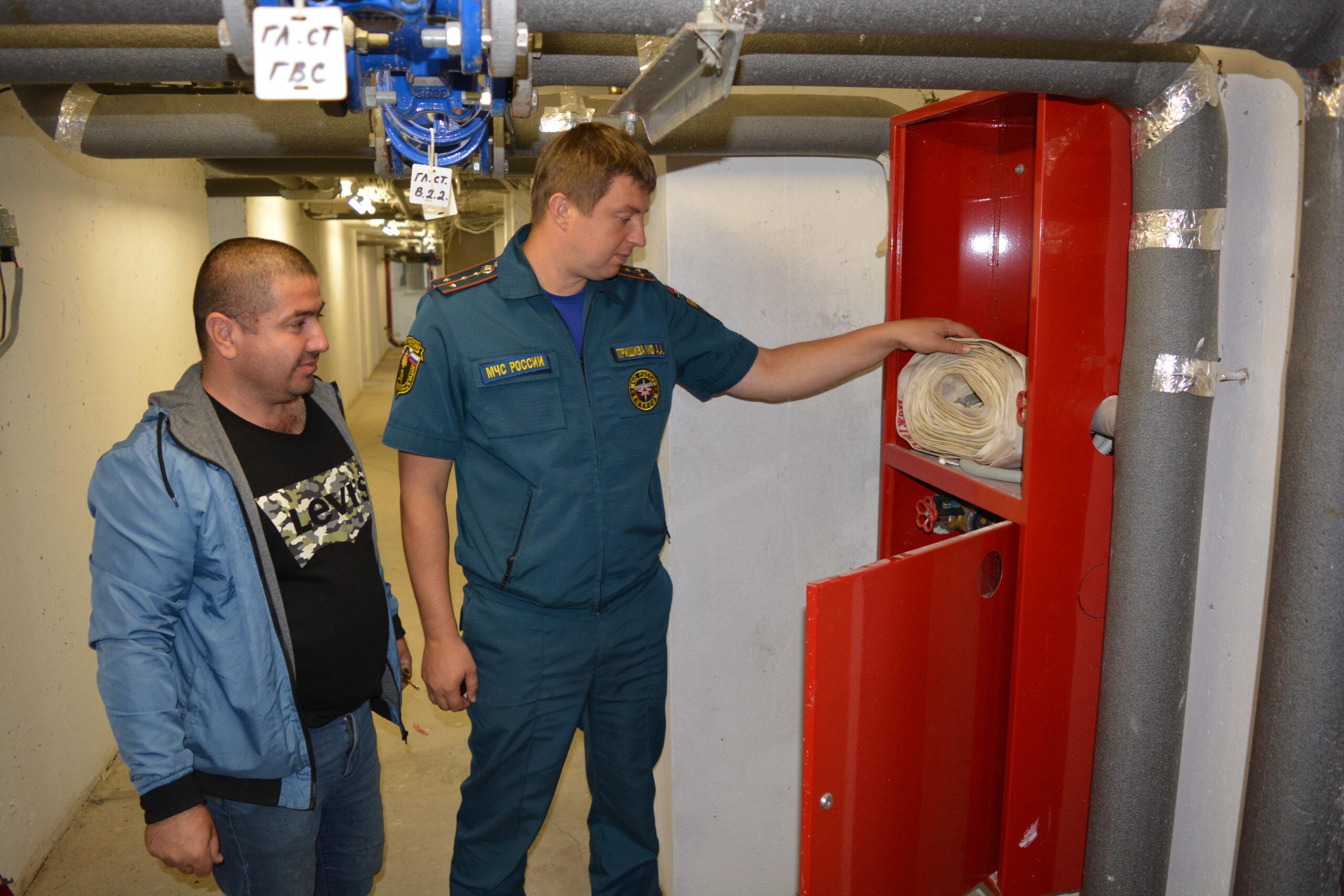 Инспекторы МЧС будут проверять работоспособность пожарного водопровода, надлежащую комплектацию пожарных шкафов и кранов. Итоги проверок отражаются в актах.