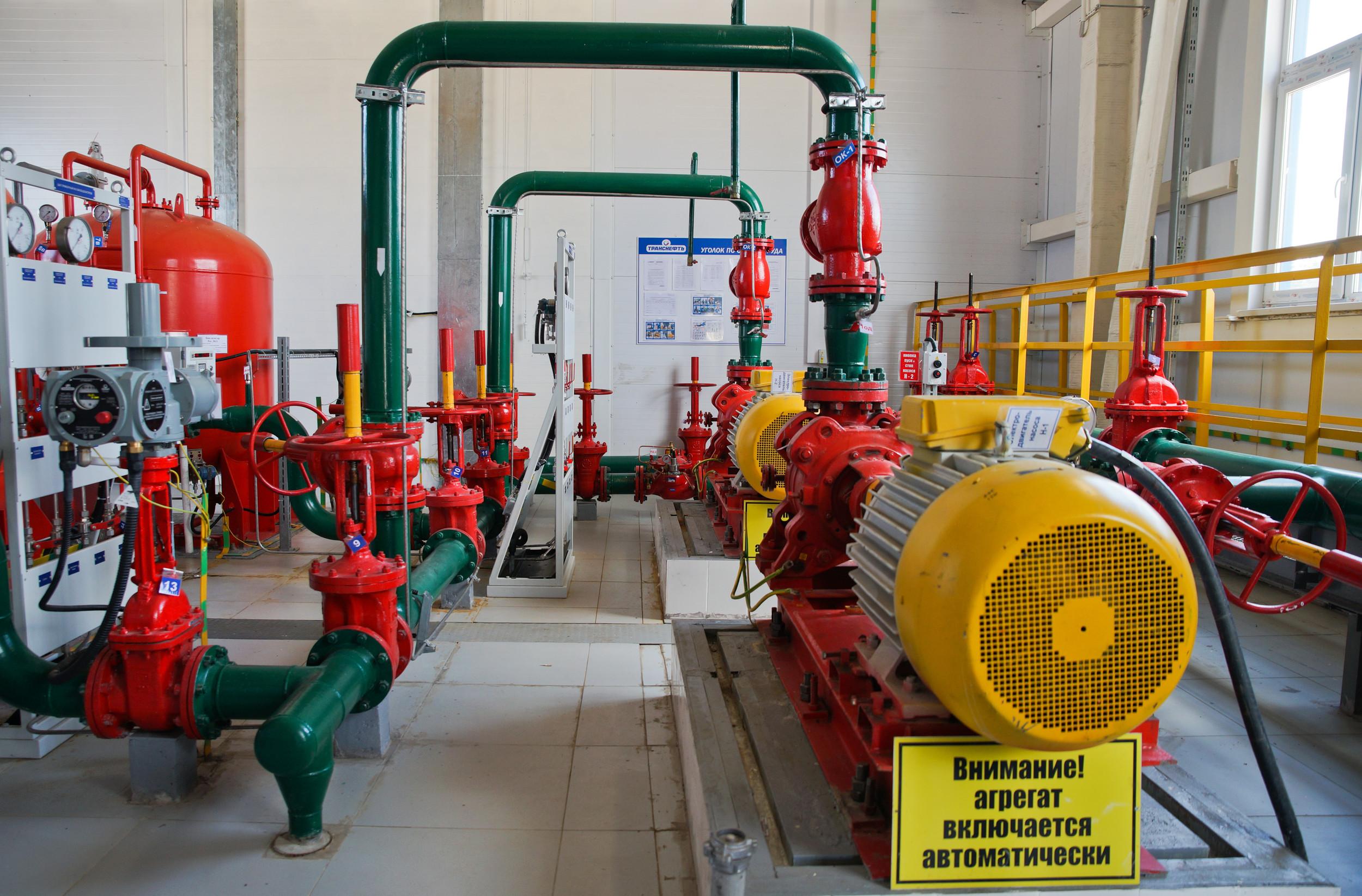 Для масштабных систем водяного пожаротушения проектируется и вводится в эксплуатацию насосная станция.