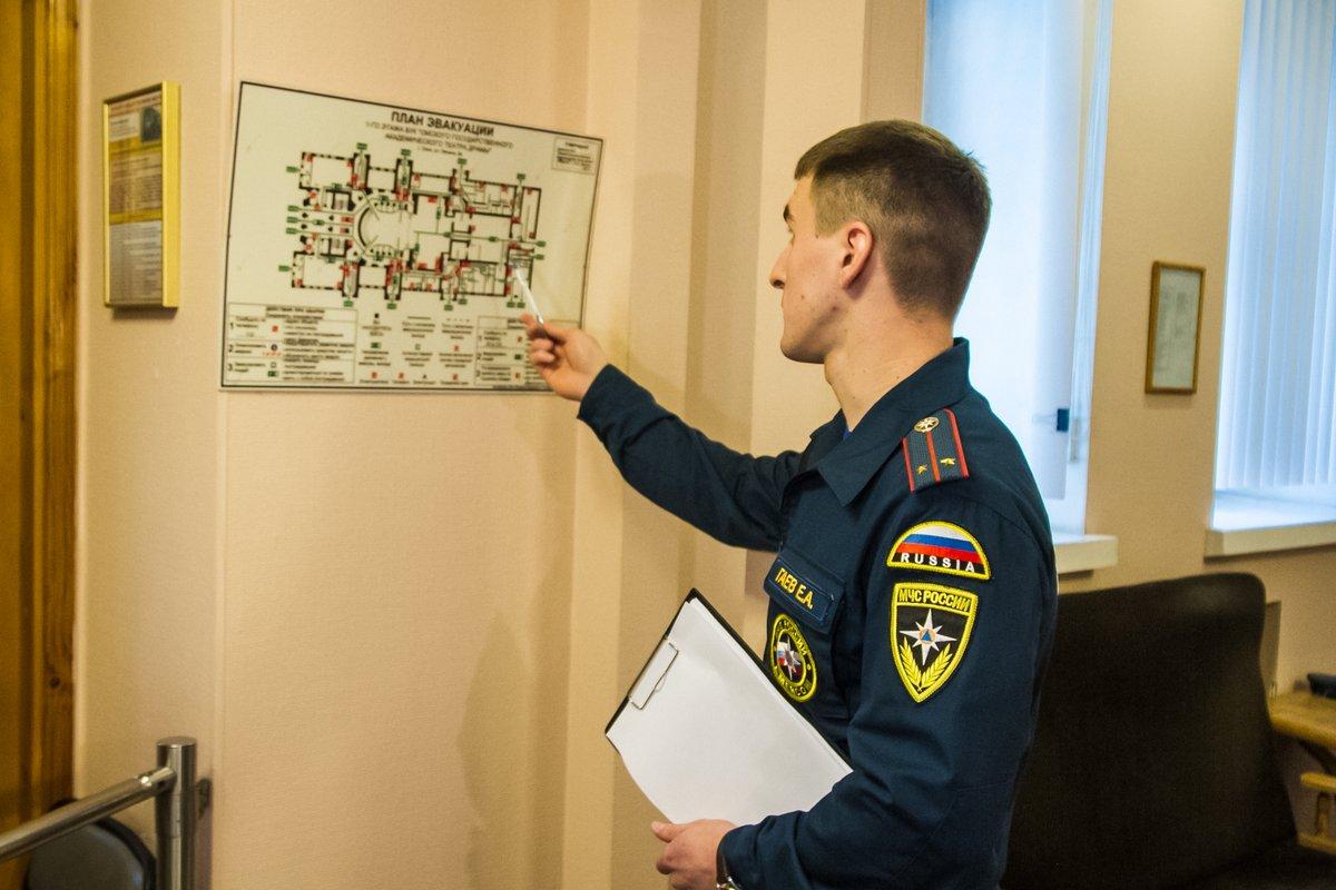 Инспектор госпожнадзора проверит наличие планов эвакуации, их соответствие фактической планировке помещений.