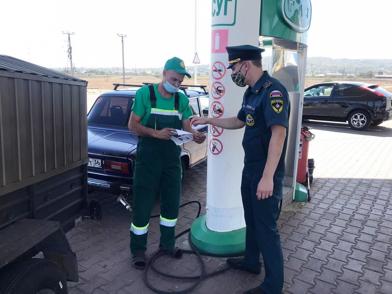 Инспекторы МЧС будут регулярно проверять автозаправочную станцию по всем нормам пожарной безопасности.