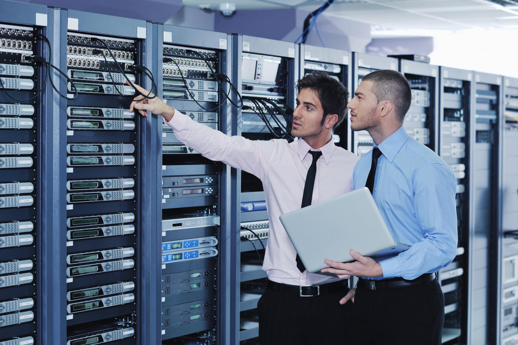 Эксперты проверят условиях защиты серверов и другого оборудования, где хранятся персональные данные, служебная или иная охраняемая информация.