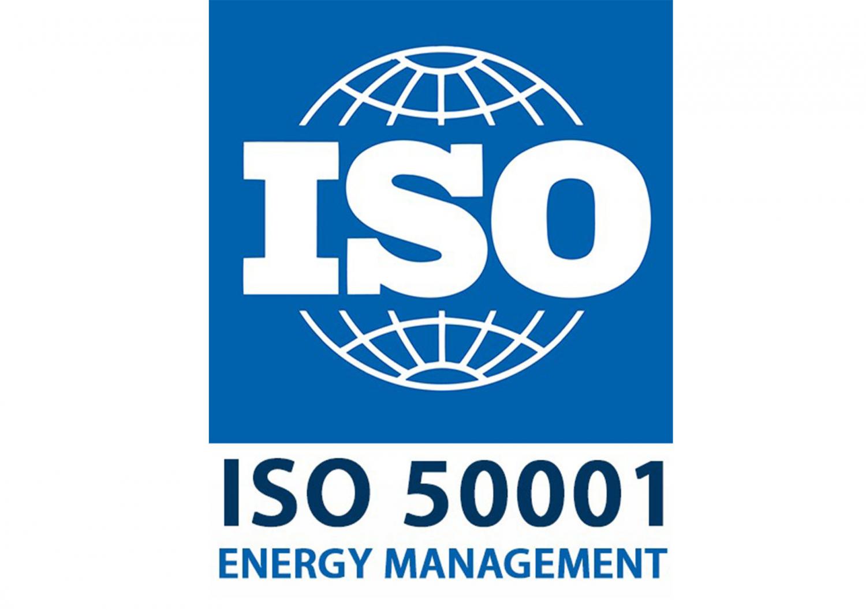 Сертификат ISO 50001 подтверждает, что предприятие внедрило и использует систему энергетического менеджмента. Контрагенты и потребители могут увидеть это по маркировке на продукции, в документах фирмы.